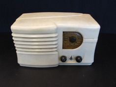 VINTAGE 1939 ANTIQUE EMERSON OLD MID CENTURY MACHINE AGE BAKELITE TUBE RADIO