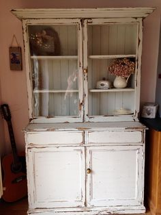 Tara Hyson (who creates something amazing almost every week!) shares this beauty of a Kitchen Dresser - love the way this has been aged and distressed, just perfect in its imperfect way - if you know what I mean? 'This weeks project.... Annie Sloan Old white with a smidge of French linen, Clear Wax.... Lots of ageing
