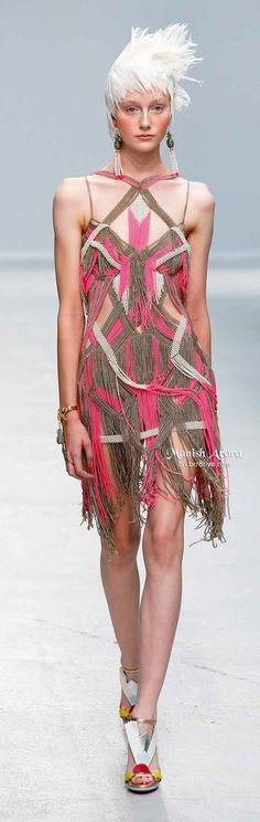 Manish Arora Spring 2014 - The entire dress is beads and chains - So amazing! Quirky Fashion, Pink Fashion, Couture Fashion, Womens Fashion, Couture Details, Fashion Details, Fashion Design, Spring 2014, Summer 2014