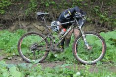 Dirty mud bike MTB mountainbike maraton Velo Dh, Mountain Biking, Old Things, Bicycle, Mtb Mountain Bike, Mud, Helpful Hints, Exit Room, Bicycle Kick