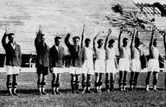 Al centro il granata Bruno Neri che rifiutò il saluto il saluto fascista: lasciò il calcio per la Resistenza. Morì partigiano