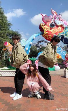 Korean Best Friends, Boy And Girl Best Friends, Cute Friends, Friend Group Pictures, Friend Photos, Ulzzang Couple, Ulzzang Boy, Boy And Girl Friendship, Boy Squad