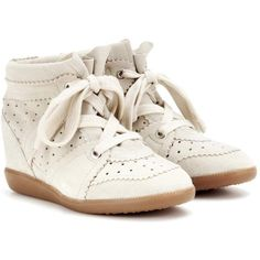 Isabel Marant Étoile Bobby Suede Wedge Sneakers ($560) ❤ liked on Polyvore featuring shoes, sneakers, white, white shoes, hidden wedge shoes, isabel marant trainers, wedged sneakers and suede shoes