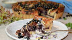 Selv om vi kan kjøpe blåbær hele året er det noe spesielt med dem vi har plukket selv. Du kan bruke både selvplukkede bær og blåbær fra butikken i Lise Finckenhagens terte med mandelfyll. French Toast, Recipies, Sweet Treats, Deserts, Sweets, Cookies, Baking, Breakfast, Food