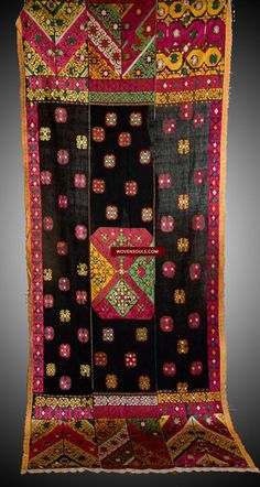 582 Outstanding Antique Bridal Swat Valley Emrboidery Phulkari Shawl Textile - WOVENSOULS