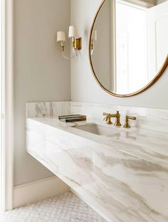 White and gold bathroom with marble floating vanity. Chic bathroom boasts a grey and white marble floating vanity sink, suspended over a marble mosaic . Modern Luxury Bathroom, Bathroom Design Luxury, Beautiful Bathrooms, Minimal Bathroom, Bath Design, Beautiful Kitchen, Tile Design, Gold Bathroom, Small Bathroom