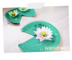 Glitzer Seerosen / fun activity for a Princess or Frog prince Party - craft a Water Lilly with Paper Plates & #Cupcake Liners - play a game and hop on the water lilly when the music stops