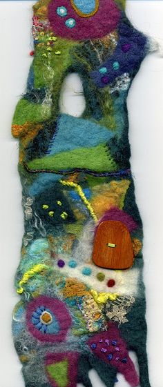 wallhanging with button by Morag Lloyds, via Flickr
