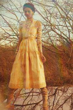 Ulla Johnson Pre-Fall 2021 collection, runway looks, beauty, models, and reviews. Runway Fashion, Fashion News, Fashion Show, Fashion Images, Women's Fashion, Fashion Trends, Vogue Paris, Printed Denim, Pinafore Dress