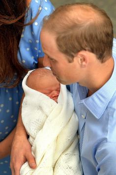 Prince William and his wife Kate Middleton presented their baby Prince George Alexander Louis to the world on July Now it's time for Dad Prince William to head back to his day job. Princesa Charlotte, Princesa Kate, Kate Middleton Prince William, Prince William And Catherine, William Kate, Kate Middleton Parents, Kate Middleton Photos, Royal Baby Boys, Royal Babies