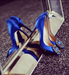 manolo blahnik wedding shoes I want these knockoff Manolo Blahnik blue satin shoes like Carrie Bradshaw wore in the Sex and the City movie Stilettos, Stiletto Heels, High Heel Pumps, Platform Pumps, Women's Pumps, Estilo Carrie Bradshaw, Carrie Bradshaw Shoes, Zalando Shoes, Blue Satin Shoes