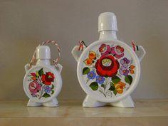 Kalocsai porcelán. Hungary Hungarian Embroidery, Folk Embroidery, Vintage Vases, Budapest Hungary, My Heritage, Porcelain Ceramics, Floral Motif, Decoupage, 1