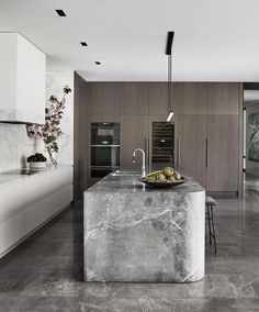 A timeless timber and stone kitchen : Mim Design and VCON joined forces to design this elegant kitchen that boasts a timeless appeal. Luxury Kitchen Design, Best Kitchen Designs, Interior Design Kitchen, Modern Interior, Diy Interior, Luxury Interior, Modern Luxury, Elegant Kitchens, Luxury Kitchens