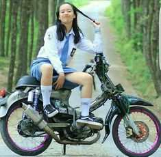 Cute Indonesian school girl With motorcycle Lady Biker, Biker Girl, All Girls School, School Uniform Outfits, Scooter Girl, Indonesian Girls, Girl Hijab, Stylish Girl Pic, Western Outfits