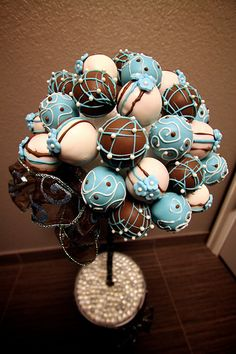 Cake pop topiary - These would be really cute centerpieces!