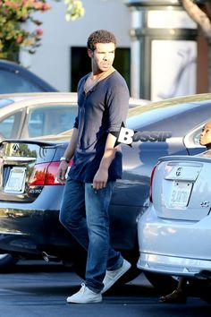 Drake Spotted Out For Lunch In Calabasas (Photos)
