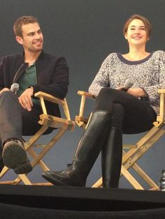 They need to be a thing. Dont u dee the way he looks at her????  I SHIP SHEO!!!