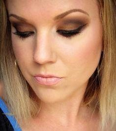 Bronze smokey eye - beautiful!  Wish she would do a tutorial!