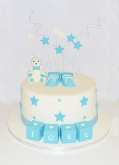 Pastel bautizo Joel. Cake fondant. Oso, patucos, estrellas.