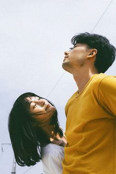 Couple Photography Poses, Film Photography, Vintage Couple Photography, Friend Photography, Maternity Photography, Couple Posing, Couple Shoot, Korean Couple Photoshoot, Romantic Couples