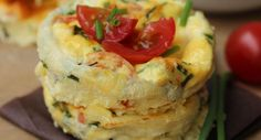 Mini-quiches sans pâte Mini Quiches, Mini Quiche Sans Pate, Vegetarian Buffet, Quiche Muffins, New Year's Food, Quiche Recipes, Appetisers, Food Videos, Low Carb Recipes