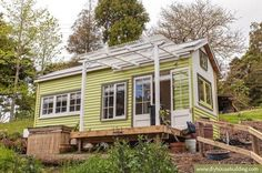 Young Family's DIY Tiny House on Wheels http://tinyhousetalk.com/young-familys-diy-tiny-house-wheels/?utm_content=bufferaad7f&utm_medium=social&utm_source=pinterest.com&utm_campaign=buffer #TinyHouse #TinyHome