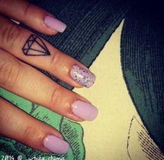 Diamond Tattoo on Hand. Love this small tattoo #small #tattoo #hand #diamond