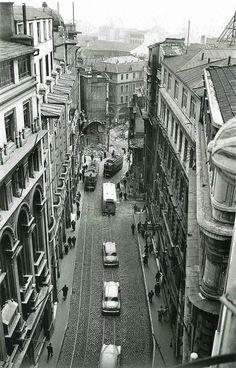 Karaköy, Bankalar Caddesi...40 sonları.