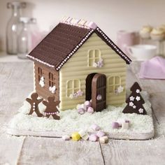 Mixed chocolate gingerbread house that looks adorable on the table! #Christmas #food