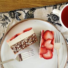 Raw Chocolate Crunch Slice with Strawberries & Cream {Gluten-Free, Vegan}