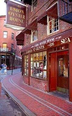 The Union Oyster House is the oldest restaurant in Boston and the oldest restaurant in continuous service in the U.S. — the doors have always been open to diners since 1826. #TravelDestinationsUsaBoston
