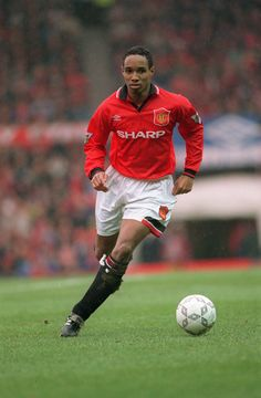 Paul Ince, Manchester United Player of the Year 1992/93. #MANCHESTER UNITED SPORT NEWS https://manunitedsport.blogspot.com/