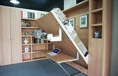 Cama plegable de la pared  con estante y mesa de oficina