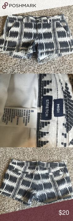 American eagle shorts Black grey and white pattern American eagle shorts. Size 8 midi and stretch. American Eagle Outfitters Shorts
