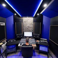 Beautiful photo of the EMI Institute in Croatia. Home Music Rooms, Music Studio Room, Audio Studio, Sound Studio, Home Recording Studio Setup, Game Room Kids, Room Setup, Desk Setup, New House Plans