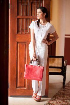 Blusa y pantalon de lino blanco