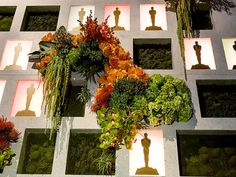 Behind the 'Floral Wall' and Centerpieces at the Oscars Governors Ball http://greatideas.people.com/2014/02/21/oscars-governors-ball-afterparty-flowers-floral-wall/