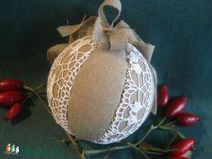 Zsákvászon és csipke  patchwork karácsonyi gömb (xszemes) - Meska.hu