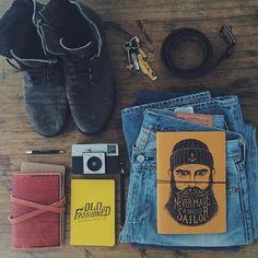 #Martes y el placer de saber apreciar las cosas simples. Buen día!  Esta mañana empieza con OLD FASHIONED & SAILOR VincentCousteau.com.ar #tuesday#morning#simplethings#sailor#beard#oldfashioned#vincentcase#leather#goods#stuff#escribir#crear#explorar#gustos#simples#camara#kodak#levis#denim#caminar#explorar#perderse#notebooks#pocketbooks#elpoderdelapalabra#note#print