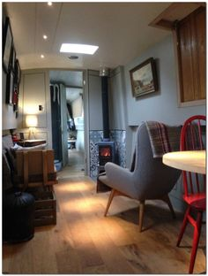 *DEPOSIT TAKEN * narrow boat 'Chloe' liveaboard, canal boat, narrowboat in… Canal Boat Narrowboat, Canal Boat Interior, Narrowboat Interiors, Floating House, Tiny House Movement, Boat Plans, Decoration, Small Spaces, Living Spaces