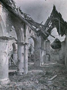 Eglise de Woesten en Belgique en ruines  Description :  Titre série : Autochromes de la guerre de 1914-1918  Auteur :  Castelnau Paul (1880-1944)Opérateur de l'armée