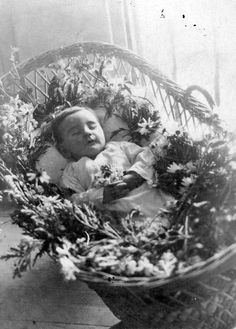 Son of Leopolda Artime, aunt (sister of the grandfather) Artime Angelina Lopez. He died of typhus. Photo Postcard. Year 1940.