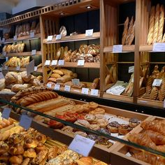 Interior de padaria italiana.