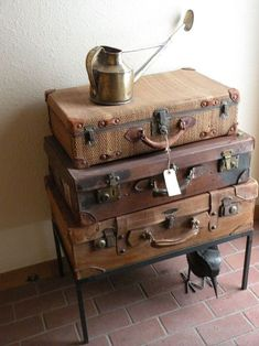 20 Creative DIY Decorating Ideas With Repurposed Old Suitcases Repurposed Furniture, Painted Furniture, Diy Furniture, Furniture Design, Chair Design, Design Design, Modern Furniture, Vintage Suitcases, Vintage Luggage