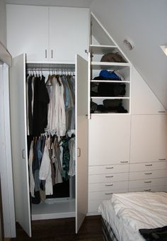 snedtak+garderob - Sök på Google Bedroom Cupboard Designs, Bedroom Cupboards, Attic Closet, Walk In Closet, Slanted Ceiling, Finished Attic, Storage, Home Decor, Google
