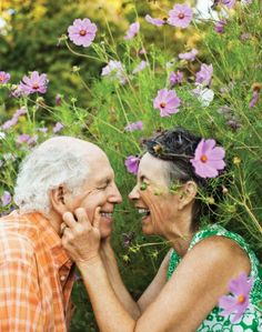True love has no age limit Old Love, Love Is All, True Love, Vieux Couples, Growing Old Together, Forever Love, Happy People, Your Smile, Getting Old
