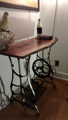 Ideas for sewing machine drawers repurposed free samples Antique Sewing Machine Table, Sewing Machine Drawers, Treadle Sewing Machines, Antique Sewing Machines, Sewing Table, Handmade Furniture, Repurposed Furniture, Diy Furniture, Walnut Table