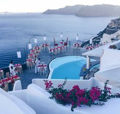 Meet Lauda Restaurant, Santorini's first stop for gourmets right in the heart of caldera!
