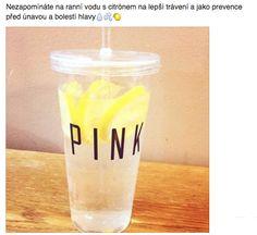 Nezapomínáte na ranní vodu s citrónem na lepší trávení a jako prevence před únavou a bolestí hlavy