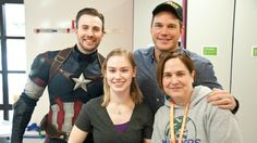 Chris Evans and Chris Pratt Bet: 'Captain America' Star Suits Up at Seattle Hospital (Photos) - Hollywood Reporter